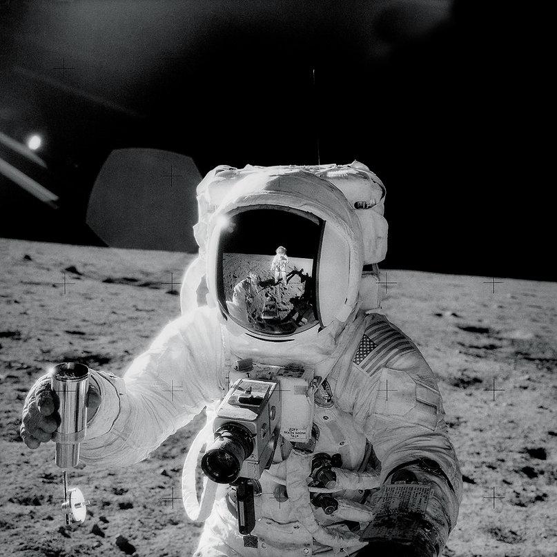 astronaut on moon 2.jpg
