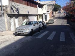 carro na faixa de pedestre