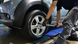 Wheel tightening using torque wrench, prevent over tightening and under tightening