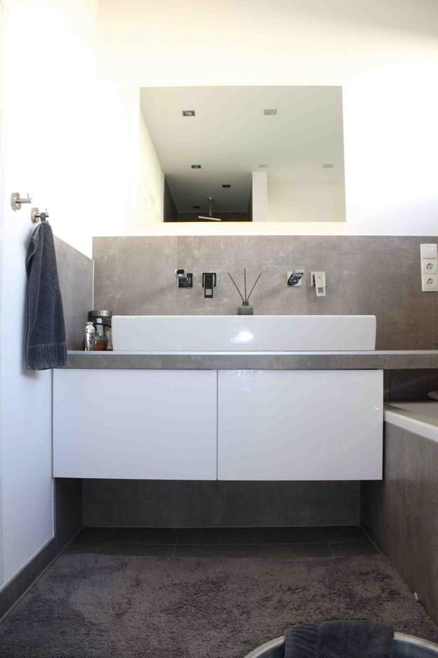 Ein Küchenschrank im Badezimmer | Bad-Umbau mit IKEA METOD Hack ... | {Bad unterschrank selber bauen 94}