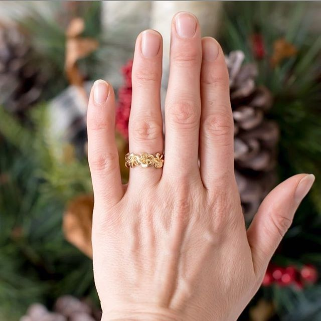 Loving this custom designed magnolia ring 🌺Sweet capture _magnoliacoastsphotography !
