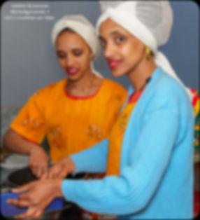 Adabina Schwestern beim Kochen