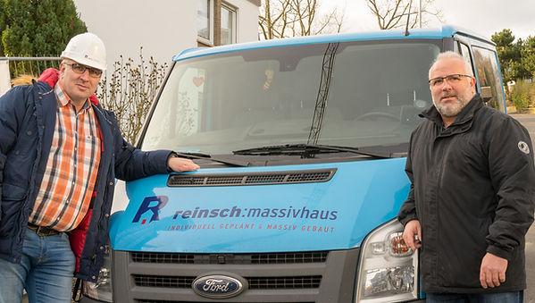 Torsten und Andreas mit Fahrzeug.jpg