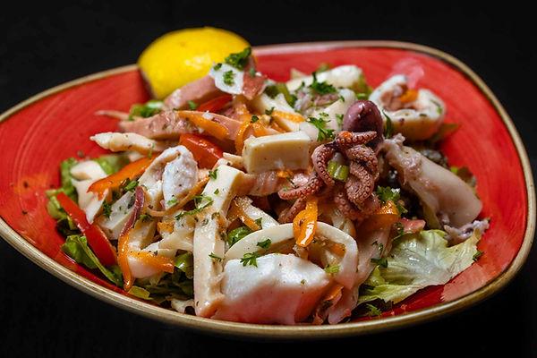 Salat mit Meeresfruechte.jpg