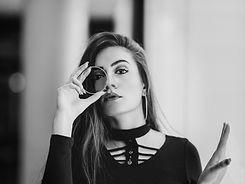 Christina mit Ohrring.jpg