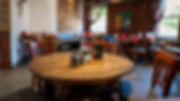 Innenraumfoto Web Holztisch 1.jpg