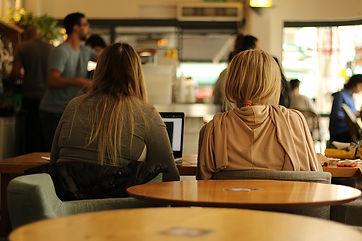 women-3978565_960_720.jpg