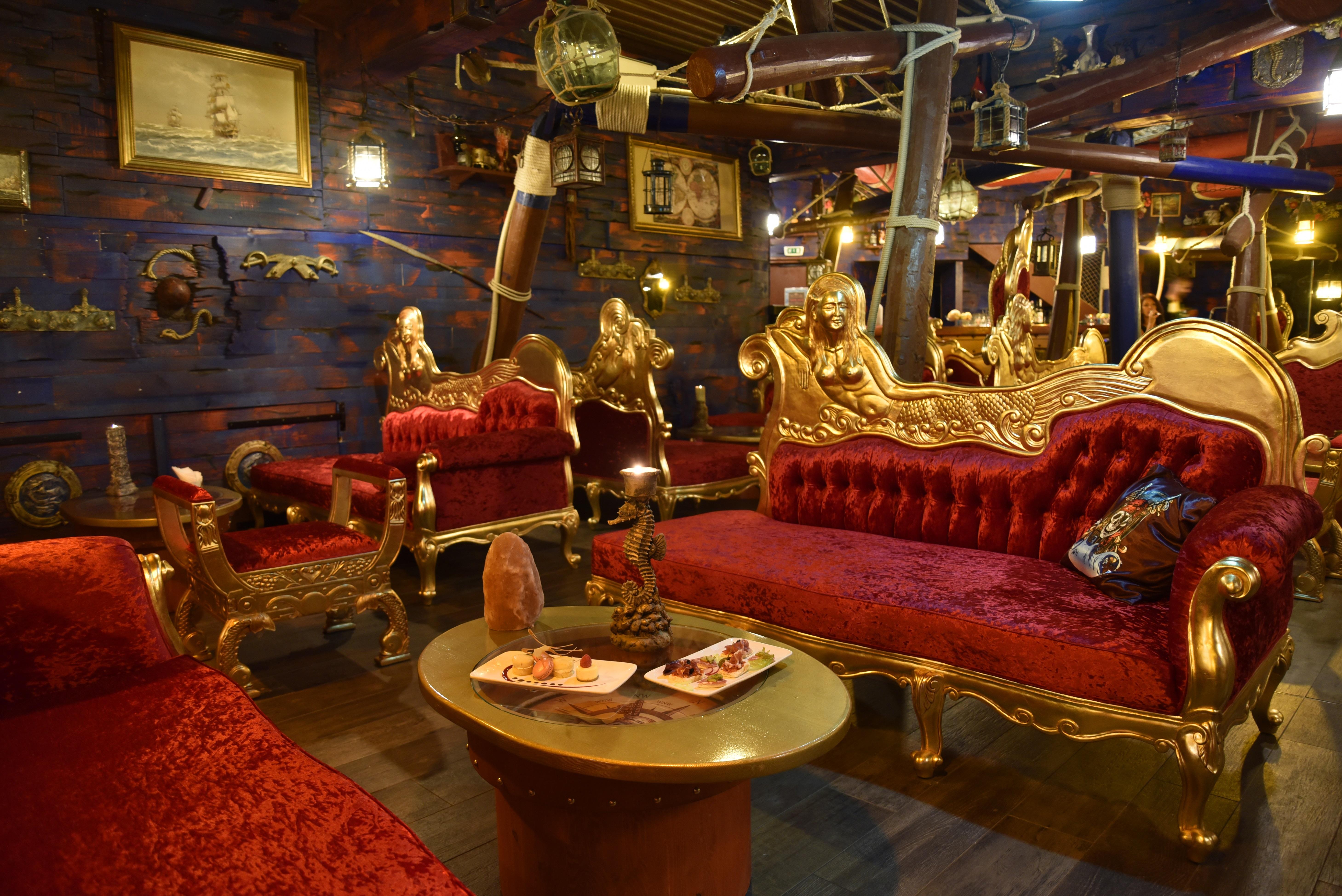 lounge_bar_poseidon_hotel_cap_pirate_cap