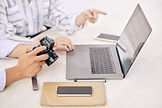 coworking-photographers-with-gadget-at-d