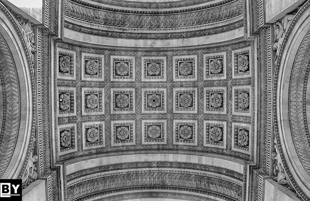 Arc_De_Triomphe_BW.jpg