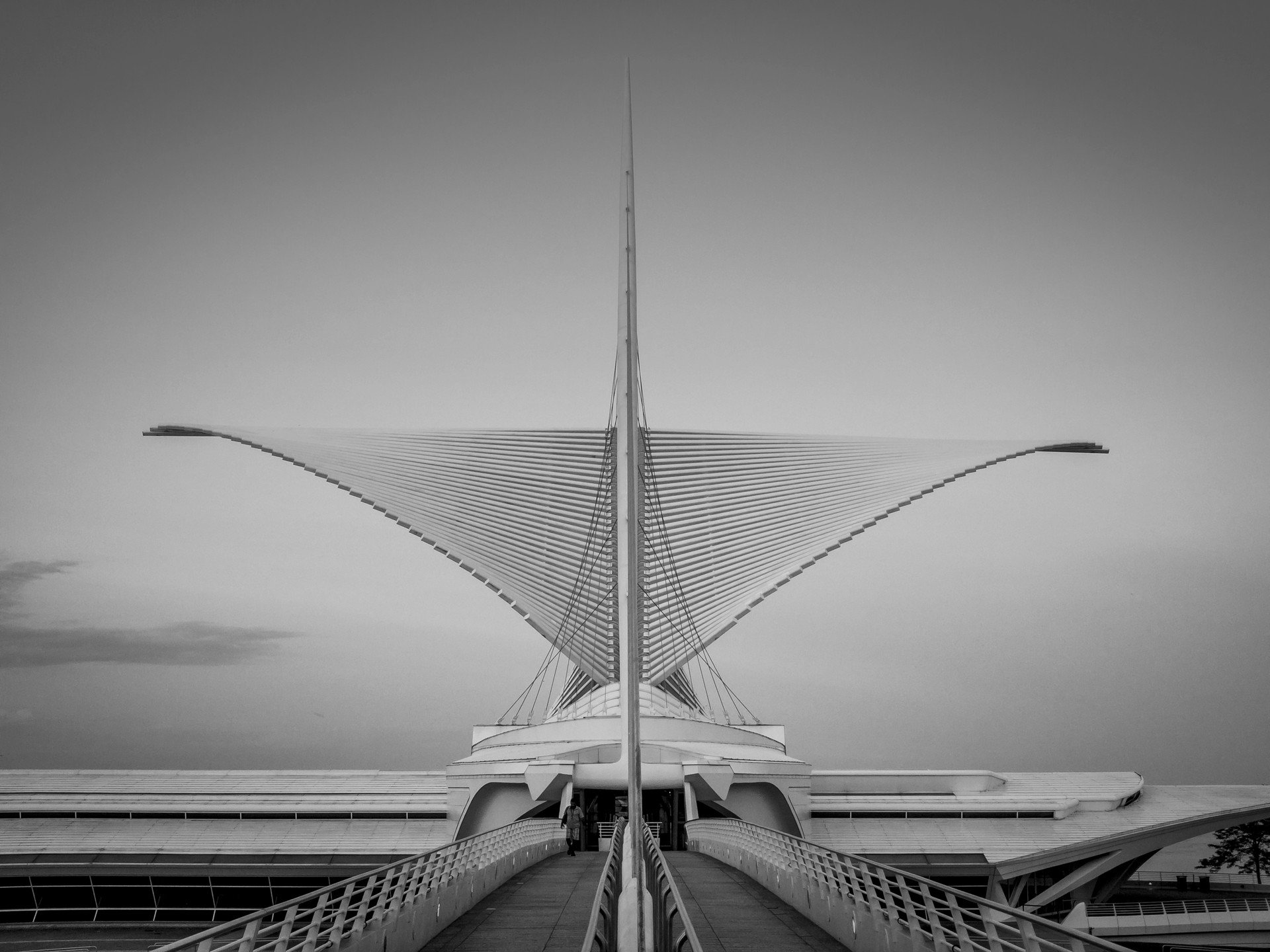 MilwaukeeArtMuseum_BW.jpg