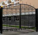 Распашные кованые автоматические ворота