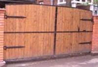 Распашные деревянные ворота