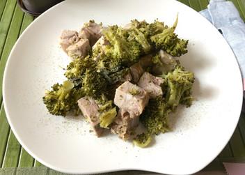 Bocconcini di maiale con cavolo verde