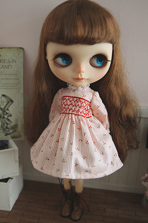 Blythe/Pullip elegant hand embroidery cherry dress