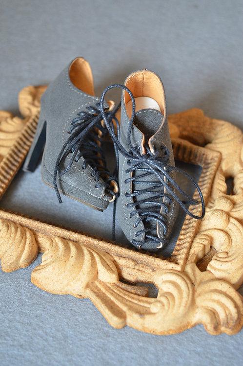 1/3 BJD shoes elegant matte grey Ankle strap boots