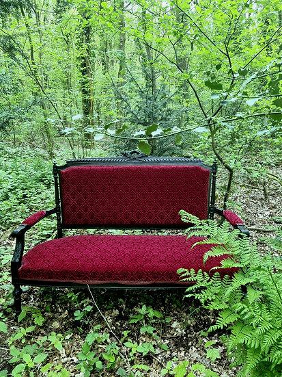 Velvet in the woods bankje