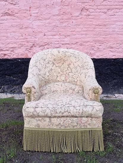 Soft tone floral fringe fauteuil