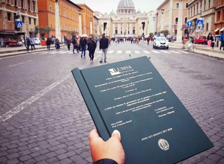 Instagram: il boom delle foto con le tesi di laurea