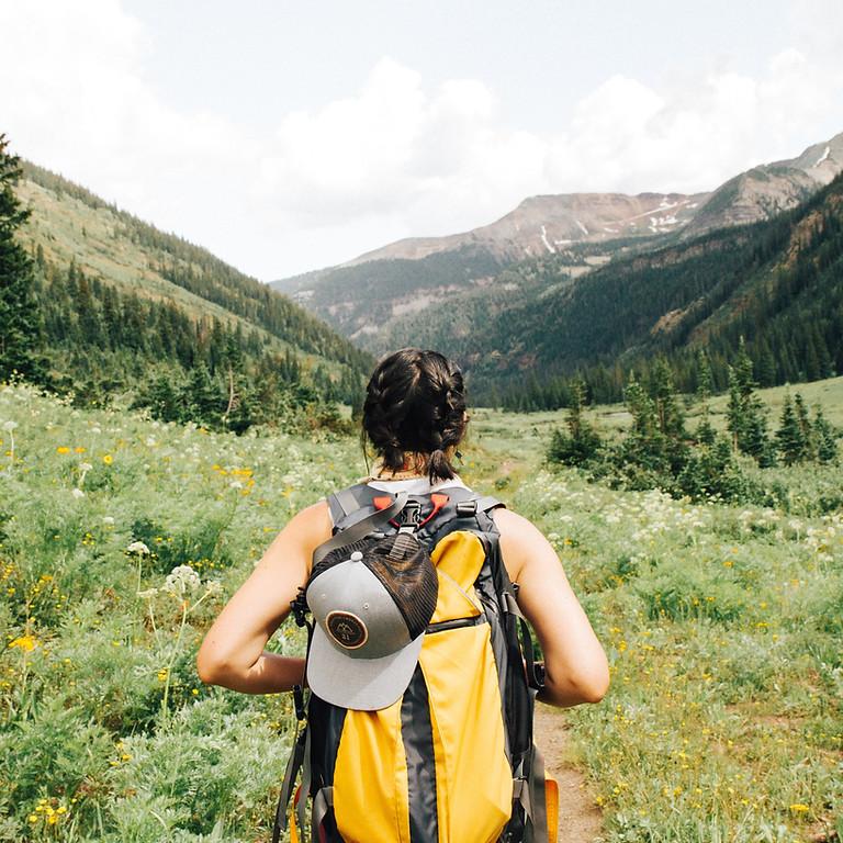 Frauen-Dreißig-Wanderung