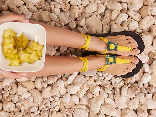 סנדל קיץ עם שרוכים קצרים - צהוב