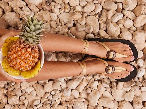 סנדל קיץ עם שרוכים קצרים - בז׳