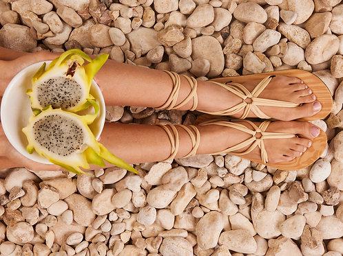 סנדל קיץ עם שרוכים ארוכים -בז׳