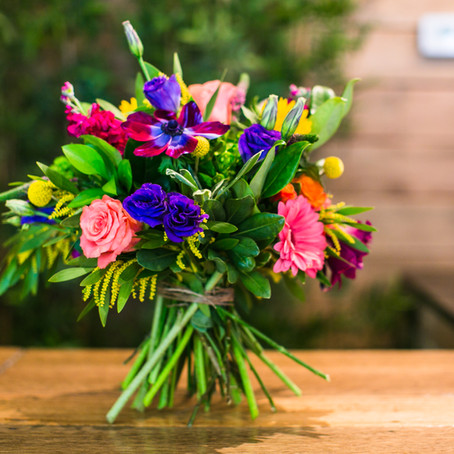 Step by Step instructions to making a European style hand-tied bouquet