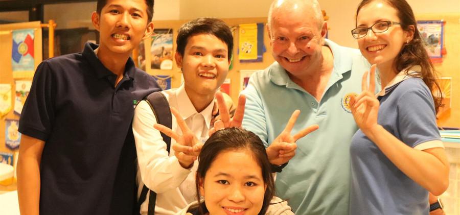 Gary-and-BEAM-students.jpg