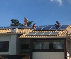 Como uma pessoa comum economiza E GANHA dinheiro com energia fotovoltaica?