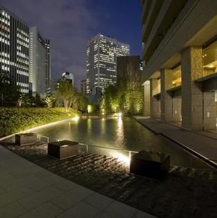 中庭噴水池.jpg