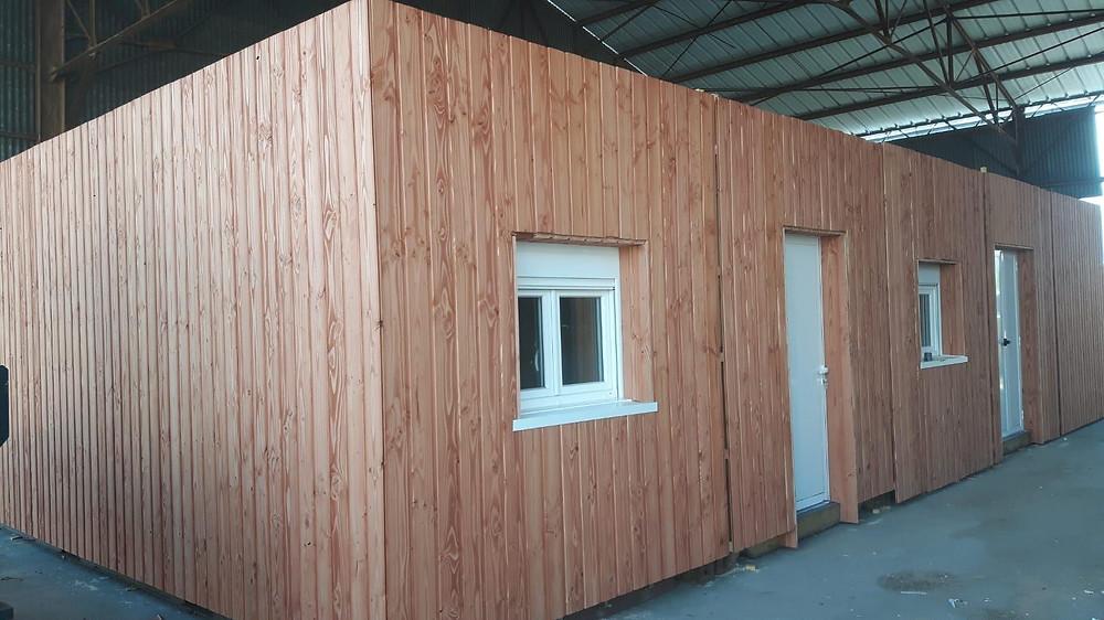 Container aménagé avec option bardage bois. ContainerFlex