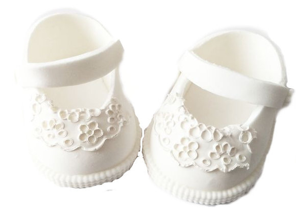 Baltas sandalītes