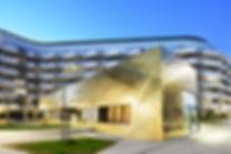 München Baumkirchen Fassade und Dach mit handgefertigten Rauten aus Kupfer TECU Gold.