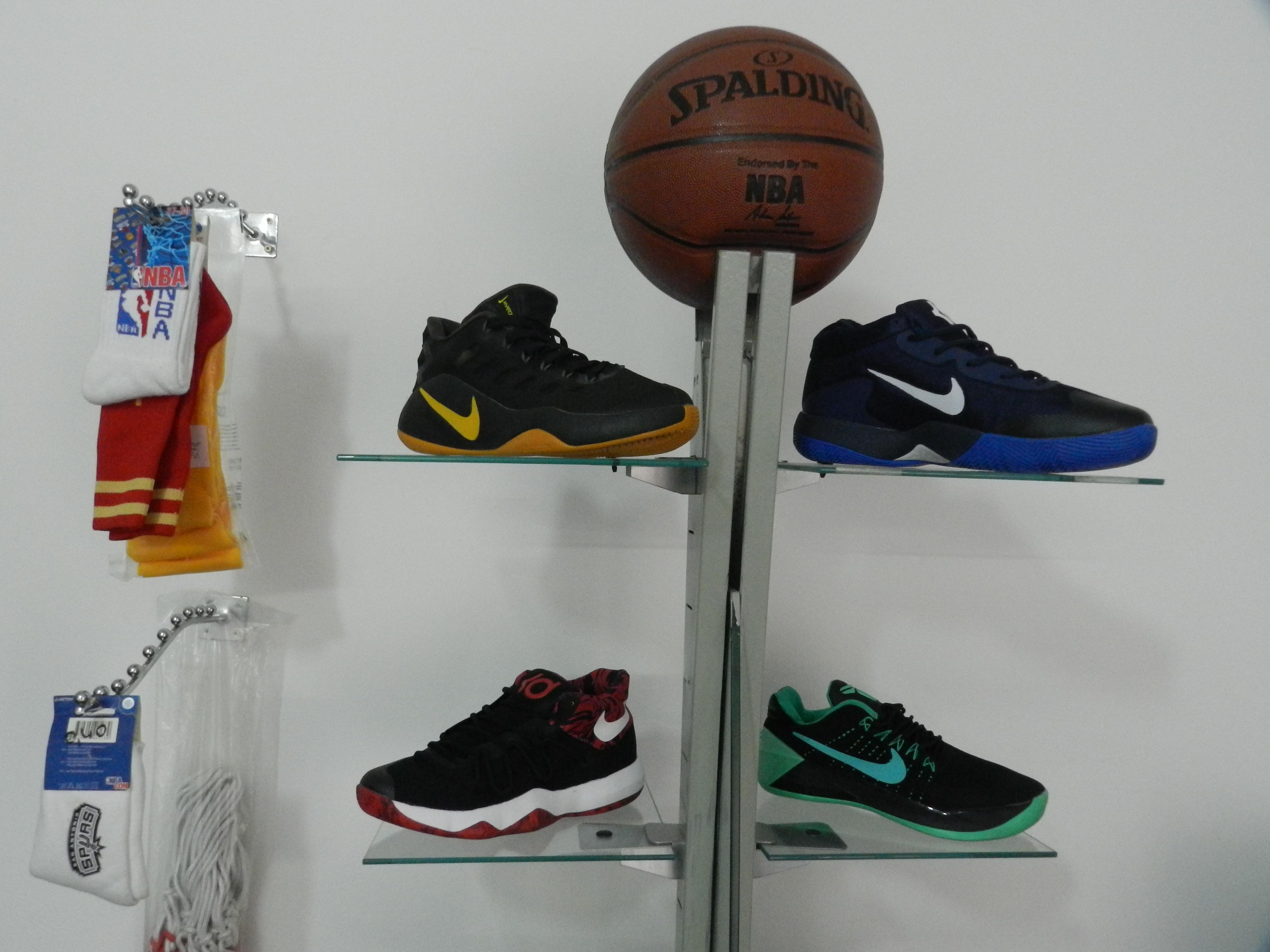 Chaussures, chaussettes et Ballons de basket