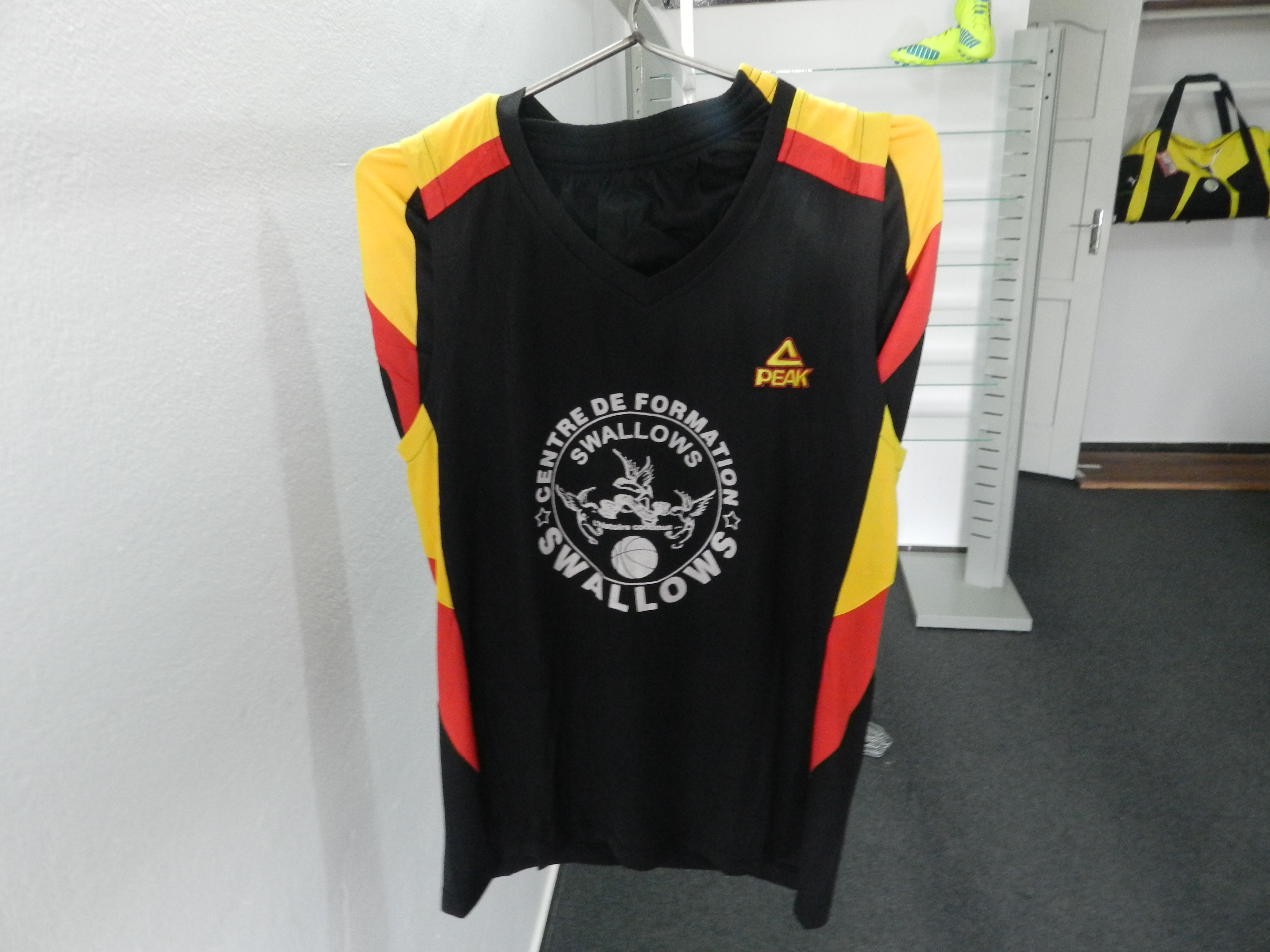 Maillots de basket cadets Swallows (2)