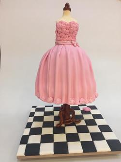 שמלה בחלון ראווה