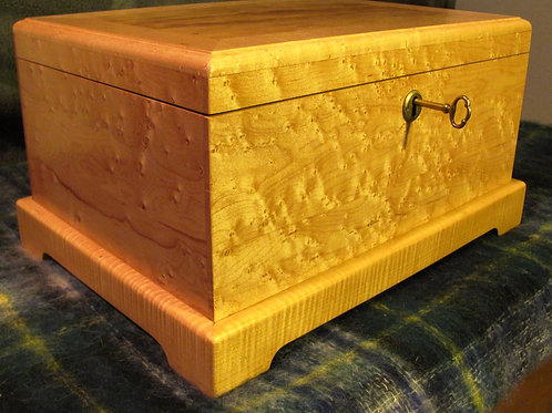 Birds-Eye Maple Cigar Humidor