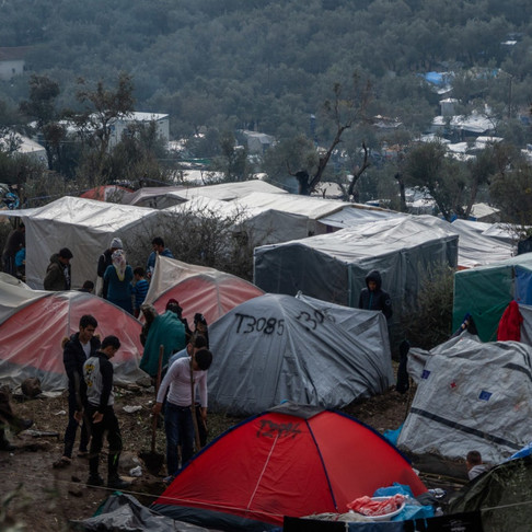 QUEER ET RÉFUGIÉ : SURVIVRE À L'ENFER DES CAMPS DE DEMANDEURS D'ASILE