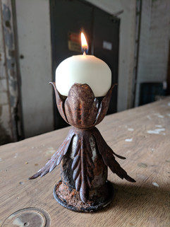 Medium leaf candleholder
