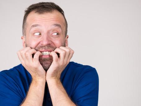 Consecuencias de morderse las uñas en los dientes