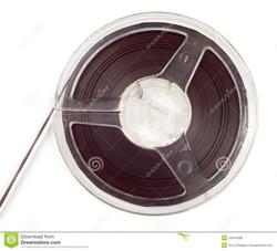 bobine-en-plastique-avec-la-bande-magnétique-19444038