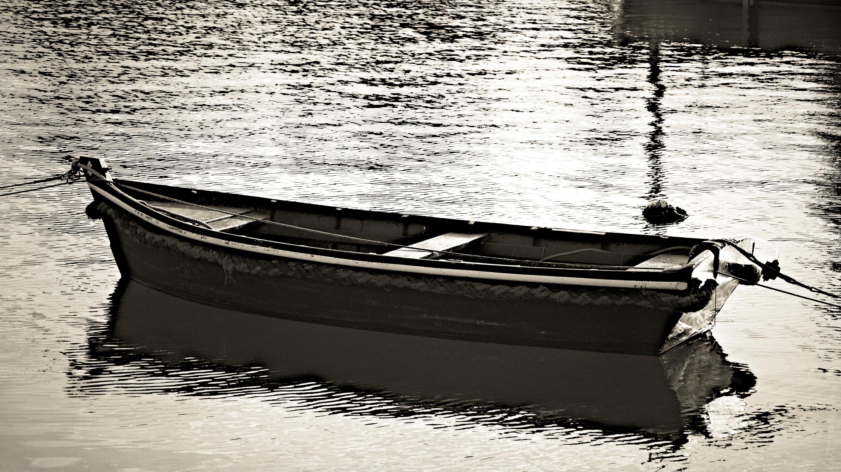 Barque dans le port .jpg