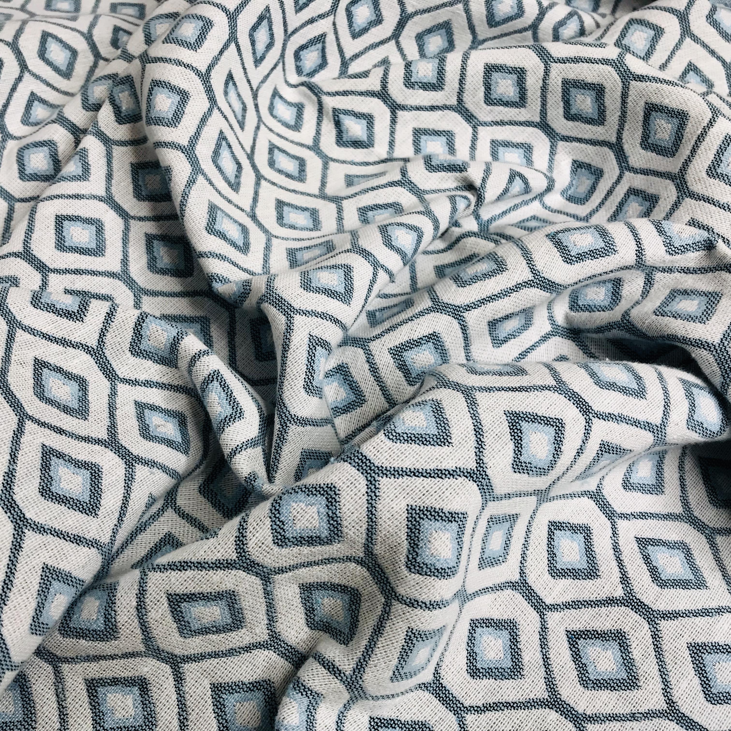 526_Toile de coton Losanges bleus et blancs