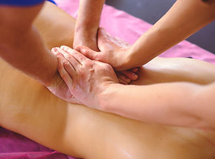 therapeutic back massage in four hands,