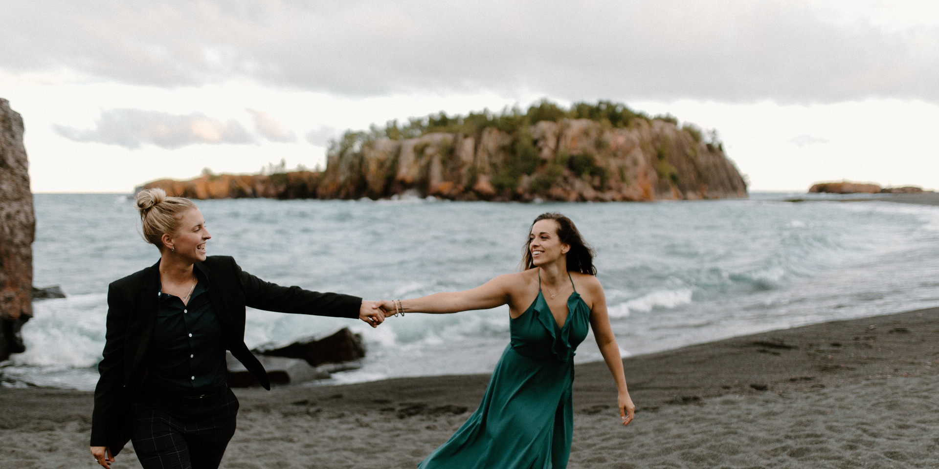 Black beach silver bay duluth minnesota engagement session