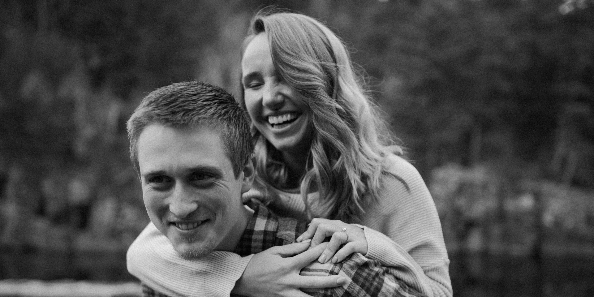 Minnesota fall engagement session in Taylors Falls