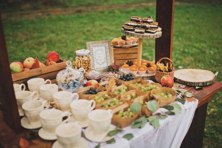 Autumn wedding candy bar ideas with fruits