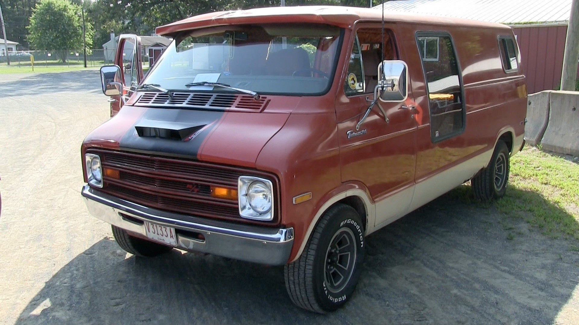 Mike Diacontonas' 1977 Dodge Van