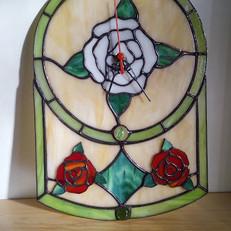 Tiffany falióra rózsákkal